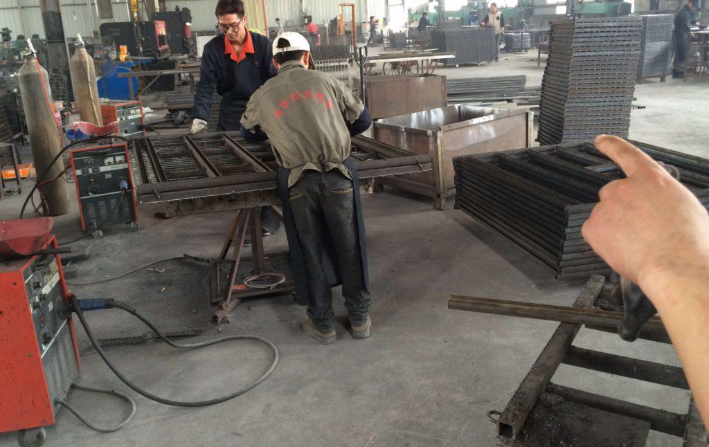 层板货架焊接车间